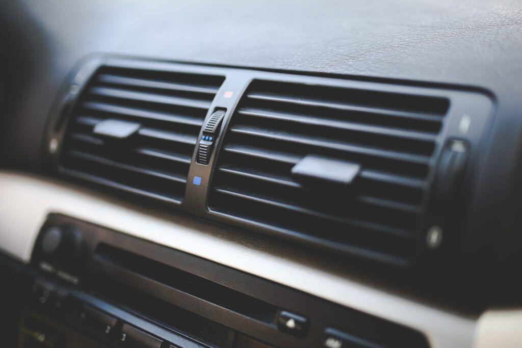 Trucos para quitar la humedad del coche