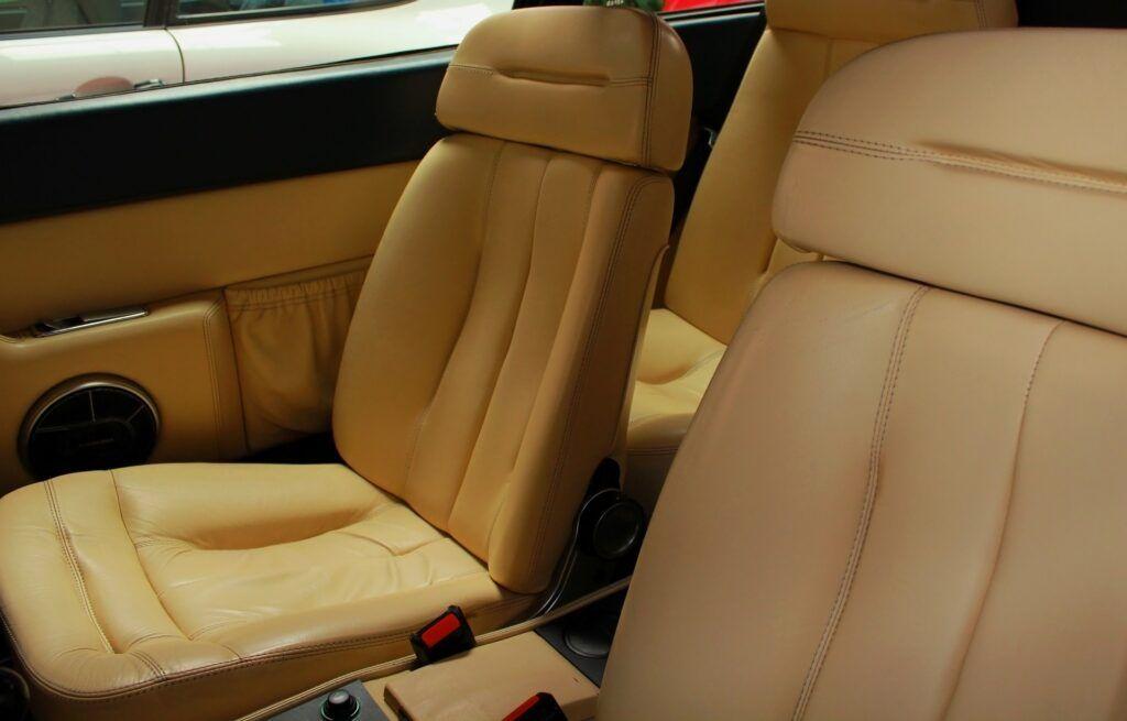 ¿Cómo limpiar la tapicería del coche como un profesional?