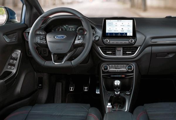 Ford Puma 1.5 Ecoblue 120cv Titanium tablero | Total Renting