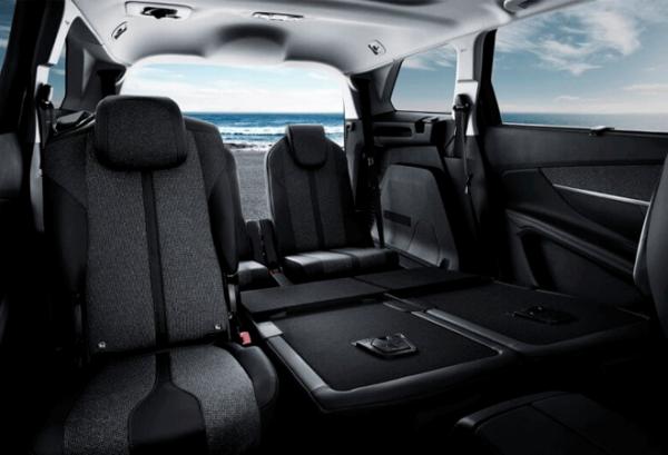Peugeot 5008 1.5 Bluehdi SS Allure interior | Total Renting