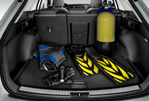 Seat Nuevo Leon E Hybrid maletero | Total Renting