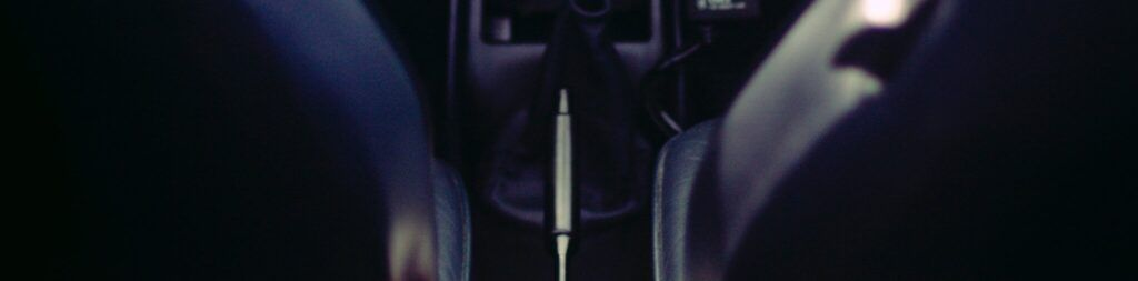 Tensar el freno de mano del coche