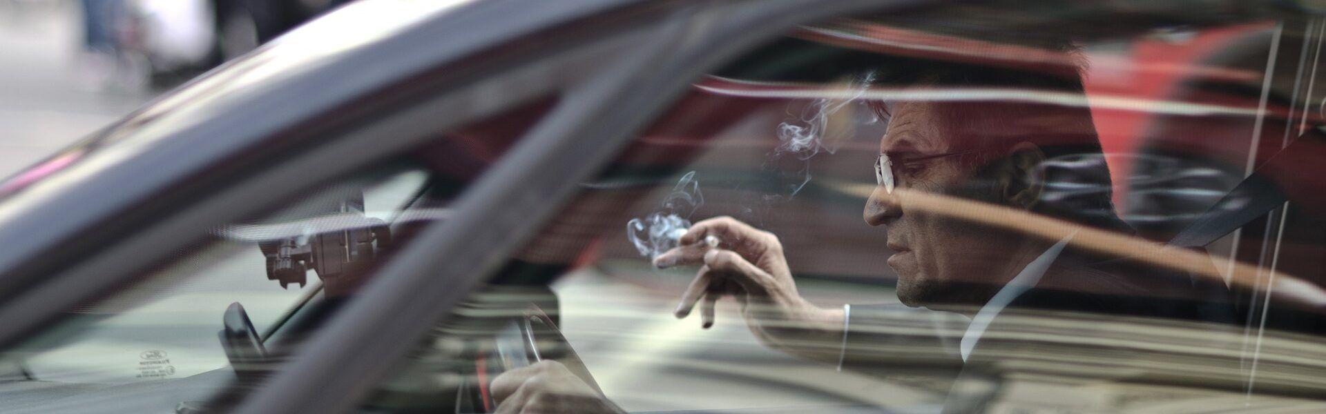 fumar-mientras-conduces