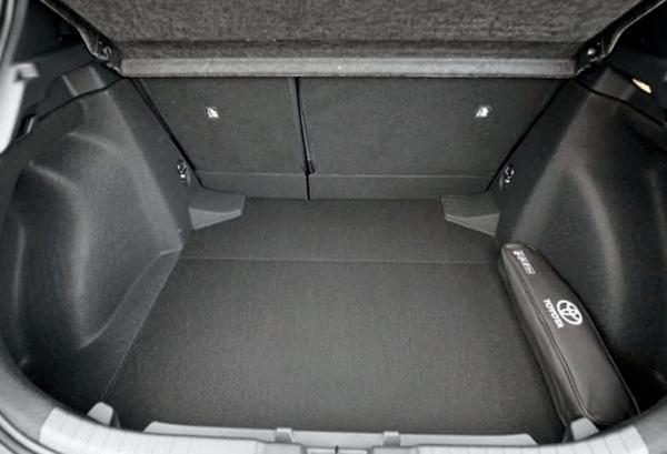 Toyota Corolla 125H Active Tech maletero | Total Renting