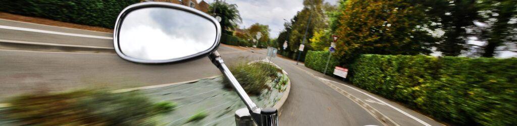 Aprende a colocar los espejos retrovisores y evita sustos