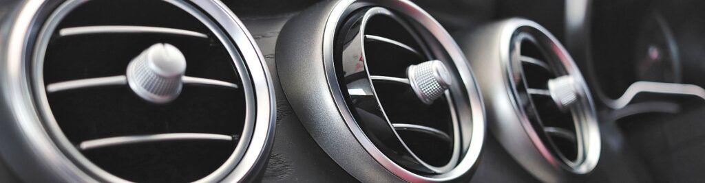 ¿Cómo recargar el aire acondicionado de un coche?